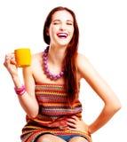 Mulher nova da beleza com copo amarelo Foto de Stock Royalty Free
