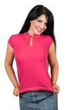 Mulher nova da beleza que apresenta seu t-shirt em branco Foto de Stock Royalty Free