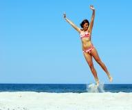 Mulher nova de Atrractive que mostra a felicidade Imagens de Stock Royalty Free