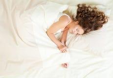 Mulher nova de sono Foto de Stock Royalty Free