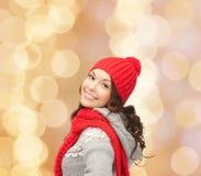 Mulher nova de sorriso na roupa do inverno Imagem de Stock Royalty Free