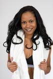 Mulher nova do African-American no vestuário dos esportes Foto de Stock