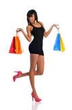 Mulher nova do americano africano com sacos de compra Imagem de Stock Royalty Free