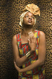 Mulher nova do americano africano em África tradicional fotografia de stock