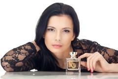 Mulher nova do cabelo escuro na blusa preta isolada Fotografia de Stock