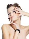 Mulher nova do encanto da sensualidade com pregos pretos Imagem de Stock Royalty Free