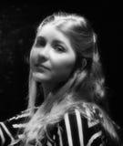 Mulher nova do retrato preto e branco Fotos de Stock Royalty Free