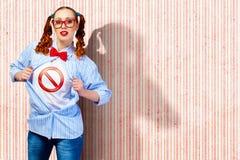 Mulher nova do super-herói fotografia de stock