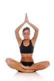 Mulher nova durante uma sessão da ioga foto de stock royalty free
