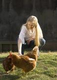 Mulher nova e galinhas imagens de stock