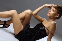 Mulher nova elegante bonita fotografia de stock royalty free