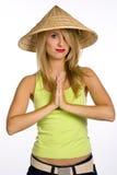 A mulher nova em um chapéu de palha Fotos de Stock Royalty Free