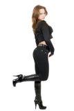 A mulher nova em um terno preto. fotos de stock