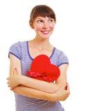 Mulher nova encantadora com caixa heart-shaped fotos de stock