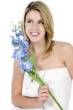 Mulher nova envolvida na toalha branca Imagens de Stock Royalty Free