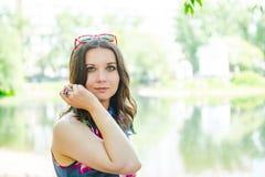 Mulher nova feliz ao ar livre Fotos de Stock Royalty Free