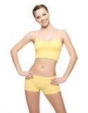Mulher nova feliz com corpo magro bonito Fotos de Stock Royalty Free