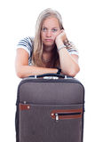 Mulher nova furada que viaja com bagagem Foto de Stock