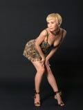 Mulher nova loura brincalhão. Imagens de Stock