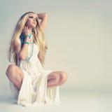 Mulher nova à moda Imagens de Stock Royalty Free