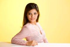 Mulher nova muçulmana asiática humilde foto de stock