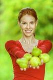 Mulher nova na blusa vermelha Imagens de Stock Royalty Free