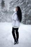 Mulher nova na floresta do inverno Fotos de Stock Royalty Free