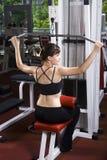 Mulher nova na ginástica Fotografia de Stock
