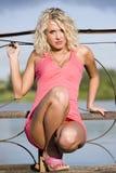 A mulher nova na roupa cor-de-rosa. Imagens de Stock Royalty Free