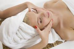 Mulher nova na sauna Fotografia de Stock Royalty Free
