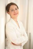 A mulher nova no branco fotografia de stock