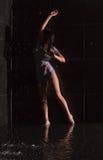 Mulher nova no chuveiro Foto de Stock Royalty Free