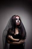 Mulher nova no dia da arte inoperante da face do crânio da máscara fotos de stock