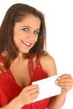 Mulher nova no envelope vermelho da terra arrendada do vestido imagens de stock royalty free