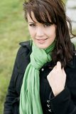 Mulher nova no outono com um xaile Fotografia de Stock Royalty Free