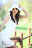 Mulher nova no parque do verão. Fotografia de Stock Royalty Free