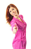 Mulher nova no polegar cor-de-rosa do vestido acima imagem de stock