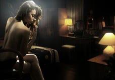 Mulher nova no quarto Fotos de Stock
