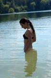 Mulher nova no reservatório Fotografia de Stock Royalty Free