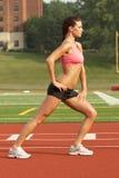 Mulher nova no sutiã Stre dos esportes imagens de stock royalty free