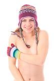 Mulher nova no tampão e em luvas mornos do inverno Imagem de Stock Royalty Free