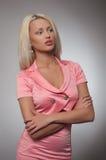 Mulher nova no traje cor-de-rosa fotografia de stock