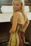 Mulher nova no vestido antigo imagens de stock royalty free