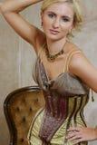 Mulher nova no vestido antigo 5 imagem de stock royalty free