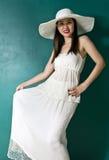 Mulher nova no vestido branco Fotos de Stock Royalty Free
