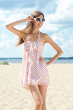 Mulher nova no vestido do verão Fotos de Stock