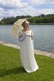 Mulher nova no vestido histórico foto de stock
