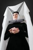 Mulher nova no vestido medieval Fotografia de Stock