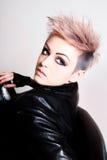Mulher nova no vestuário do punk imagens de stock royalty free