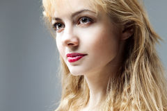 Mulher nova pensativa bonita, perguntas fotos de stock royalty free